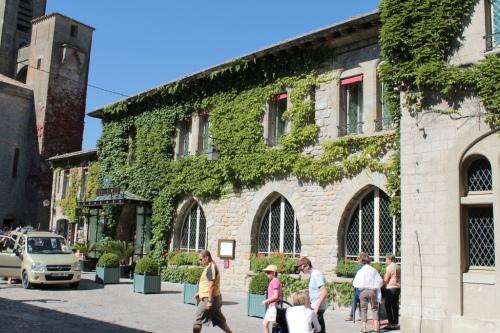 Have a glass of wine on Hôtel de la Cité's terrasse.